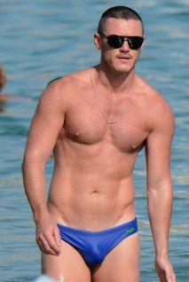 MAVRIXONLINE.COM - WORLDWIDE GREECE OUT - NO WEB USE UNTIL TUESDAY AM- EXCLUSIVE!! POOL SET MAVRIXONLINE/LOOKPRESS Welsh actor Luke Evans spotted on Mykonos island. Evans was spotted spending some time at the beach with an unknown man who seems to be his boyfriend. 6th September, 2015. Fees must be agreed prior to publication. Byline, credit, TV usage, web usage or linkback must read MAVRIXONLINE/LOOKPRESS. Failure to byline correctly will incur double the agreed fee. Tel: +1 305 542 9275.